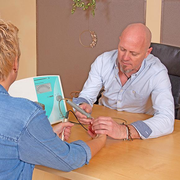 Farblicht-Akupunktur mit Mario Salvenmoser und seiner besonderen Methode